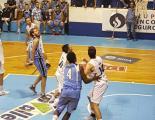 Escena del partido que Oberá le ganó a Villa Angela