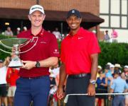 Foto: Justin Rose y el ganador del TOUR Championship Tiger Woods luego de la ronda final del TOUR Championship en East Lake Golf Club en Atlanta, Georgia. (Photo by Kevin C. Cox/Getty Images)
