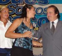 Carolina Bejarano recibiendo el premio del Círculo en 2005