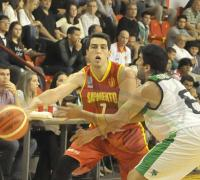 Elías Saad frente a su ex equipo, Sarmiento Rupil saca un pase