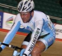 Rolando Ahumada cruza la meta