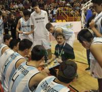 Richiotti dando instrucciones a los chicos de Argentina. Hoy con Chile