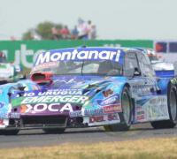 Diego Aventín heredó la victoria cuando parecía que definían Rossi y Ortelli, que se tocaron y quedaron fuera.