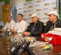 Brugnoli, Nùñez junto al equipo de pesca especial.