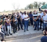 Gustavo Martínez en las puertas del autódromo en la movilización realizada por los amantes tuercas