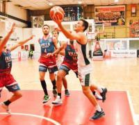 Santiago Ferreyra ataca el aro de Villa