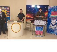 Jorge Monzón, Patricia Chazarreta y Daniel Peroña,  en el sorteo de la Cuponera en Canal Video Visión Centro de la localidad de Coronel Du Graty