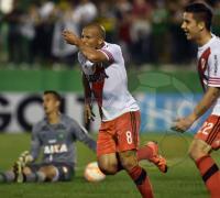 Carlos Sánchez festeja su conquista en el difícil partido de River en tierra brasileña.