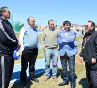 Charla amena entre Julio MArtino, dirigente de la Confederación Argentina de Atletas Veteranos, Raúl Bittel, Iván de los Santos y Gustavo Martínez.