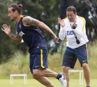 El preparador físico de Boca exigiendo a Osvaldo