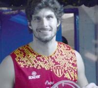 Santiago Darraidou con la casaca de Sarmiento