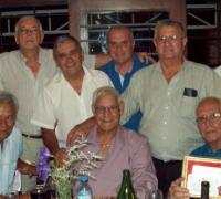 En el centro y al medio, Estanislao González. Junto a el García, Gerber, Meza, Maglioni, Villanueva y Sena; Abajo Central y Carrera rodeando a González,