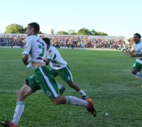 Ariel Reinero, autor del primer gol de Mandiyú