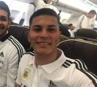 Gastón Verón en la partida del vuelo a Barcelona