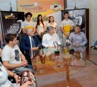 El acto de la presentación del evento con la presencia de Antonio Morante, titular de Lotería Chaqueña, y el vocal Carlos Torres.