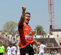 Marco Prieto festejando en el último triunfo negro