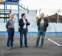 Gustavo Martínez en el autódromo junto a Carlos Torres y Edilberto Núñez de Lotería Chaqueña.