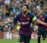 No para de celebar. Trs goles de Messi al PSG