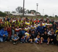 Jugadores de Municipales y Don Orione en el homenaje a Armando Muñoz