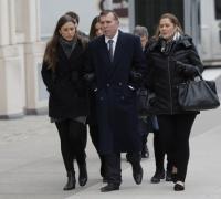 Juan Ángel Napout rumbo a la audiencia acompañado de su esposa e hija.