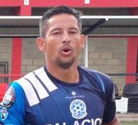 Nivi Núñez, temible goleador hoy en Villa Alvear