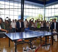 Macri jugando al tenis de mesa en Resistencia