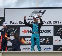 Bien arriba en el podio. Giorgio Carrara ganó las dos carreras del fin de semana