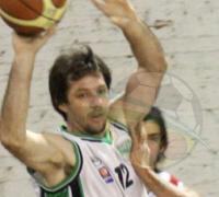 Oscar Rivas aportó 17 tantos en la derrota de los verdes contra Española.