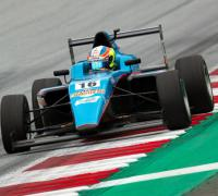 Giorgio Carrara circulando en el circuito de F-1 de Austria