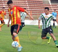 Cabrera anota un tanto para Sarmiento Santana Textiles en el estadio de Formosa.