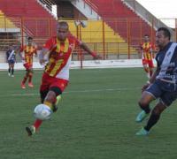Julio Cáceres intratable. Le hizo 3 a Guaraní y lleva 10 en el Federal A. Foto Miguel Angel Romero. Diario Norte