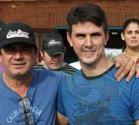 Alberto Alegre junto a su hijo Nicolás, un equipo fuerte entre los Fiat 128.