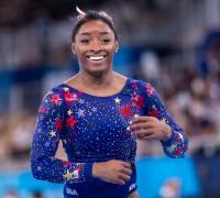 Simone Biles, estrella del atletismo se retiró por lesión