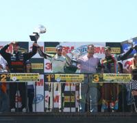 Podio de la segunda carrera con Canapino segundo y Ponte primero, lo que generó polémica.