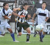 Gabriel Valdez, el complemento de los atacantes Visconti y Chaulet en el equipo albinegro.