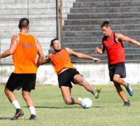 Claudio Verino, será de la partida en la defensa albinegra.