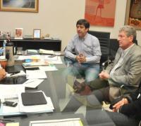 El gobernador Domingo Peppo junto a Gustavo Martínez y el presidente de Villa, Daniel Toledo.