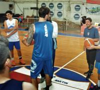 Gastón Castro junto a sus jugadores