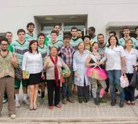 Autoridades del Hospital Pediátrico agradecieron a los basquetbolistas y dirigentes de Hindú por el gesto y las donaciones.