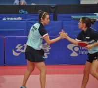 Ana Marta Codina saluda a su compañera Arguelles en el oro sudamericano
