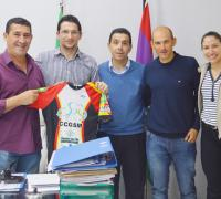 Arguello con dirigentes del ciclismo de General San Martin