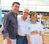 Juan Carlos Arguello con adultos mayores