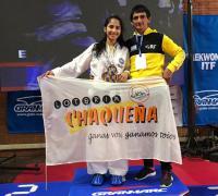 Milagros Acosta con su padre e instructor Carlos, en el podio de Villa Ballester