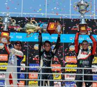 Tobías Martínez (centro), el campeón, Bruno Miglio, el segundo de la temporada y Genaro Rosetto fue el tercero del campeonato.