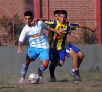 Escena del partido disputado entre Central Norte y Fontana en cancha de Estudiantes. (Foto NORTE).