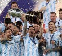 Messi y sus compañeros con la Copa América