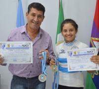 Juan Carlos Arguello junto a la campeona Verónica Mendoza