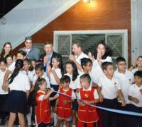 El gobernador Peppo, el Intendente Capitanich, profesores y alumnos en la inauguración de las obras