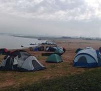 En la foto de ABC Color, los hinchas sabaleros acampando en la costanera asunceña