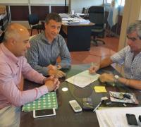 Brugnoli y Varela firmando el convenio entre Lotería y Vialidad